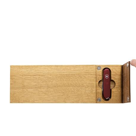 Planche à pique-nique avec couteau